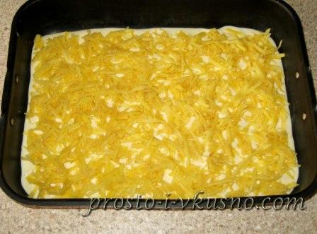 Выкладываем картофель на тесто
