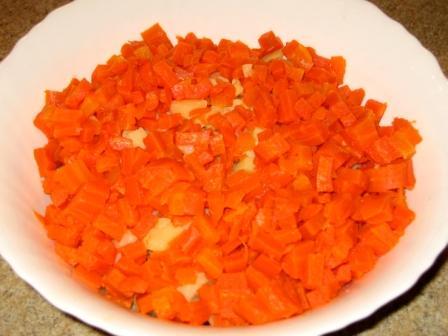 Добавляем картофель и морковку