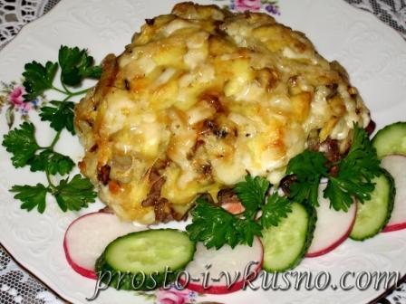 Мясо по-французски с картофелем, грибами и сыром