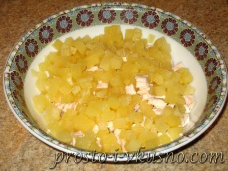 Мелко режем ананасы