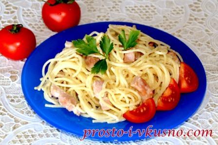 spagetti-v-slivochnom-souse-s-grudinkoj