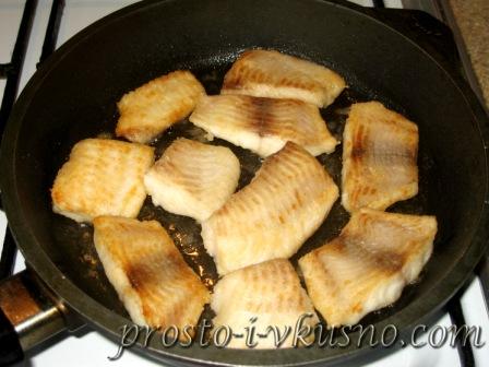 Обжариваем рыбу