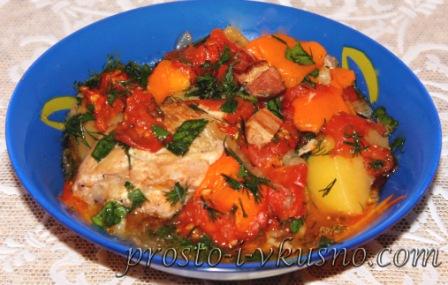 Курица с овощами и грудинкой по-фермерски