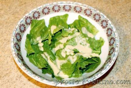 rvem-listya-salata-i-dobavlyaem-sous