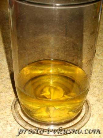 Добавляем растительное масло и горчицу