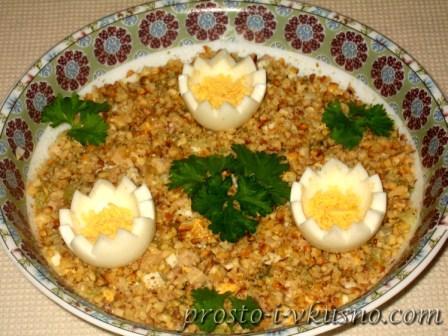 Салат из печени трески с сельдереем
