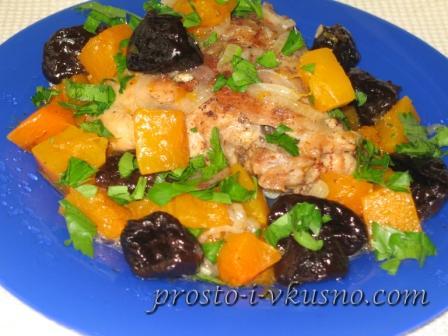Курица с черносливом и тыквой
