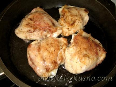 Обжариваем курицу на растительном масле