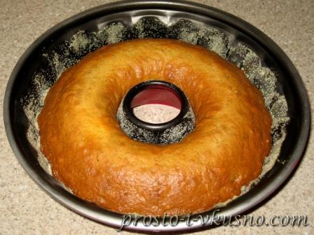 Выпекаем пирог до готовности
