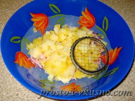 Картошку измельчаем кубиками
