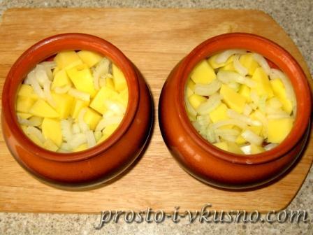Второй слой - картошка с луком