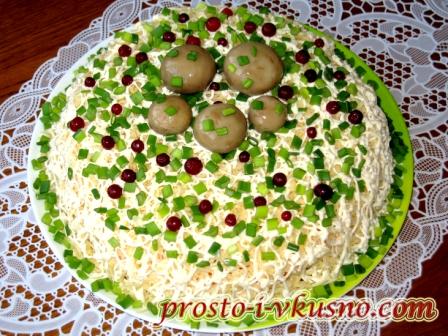 salat-s-marinovannymi-gribami-i-kuritsej