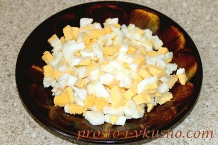 Мелко режем яйца