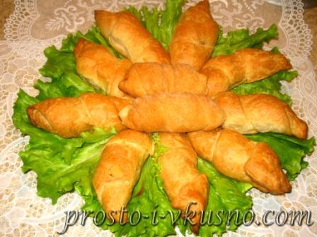 Колбаски в слоеном тесте
