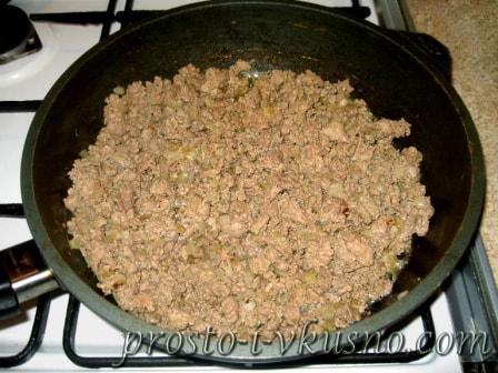 Обжариваем печень с луком