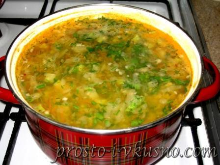 Добавляем зелень в суп