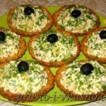 Салат в тарталетках с курицей и ананасами 01