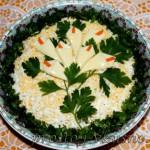 Салат с грибами и крабовыми палочками 01