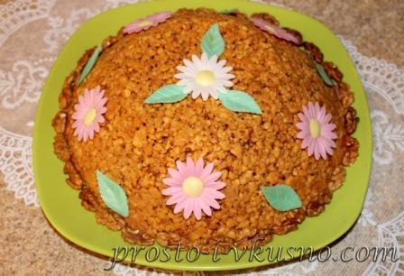 Тертый торт с орехами
