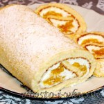 Бисквитный рулет с начинкой из манго и творожного крема 01