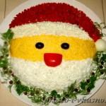 Салат Санта Клаус с курицей, грибами и кукурузой 01