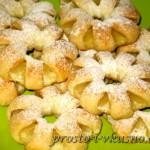 Ромашки из слоеного теста с ананасами 01
