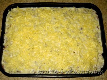Сыр натираем на крупной терке