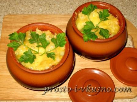 Мясо в горшочках с фасолью и овощами