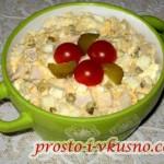 1Простой салат из кальмаров с яйцами и майонезом