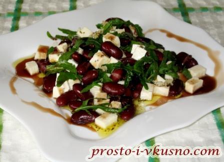Салат с фасолью и сыром фета