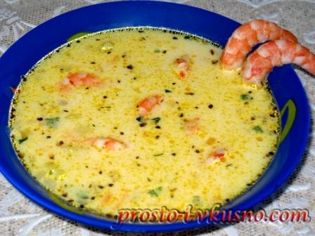 Сырный суп с креветками и овощами