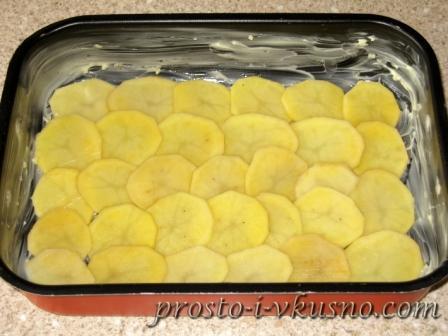 Картофель укладываем внахлест