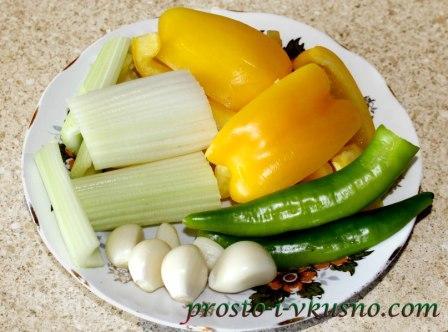 Овощи нарезаем крупными кусочками