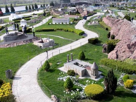 В парке Миниатюрк