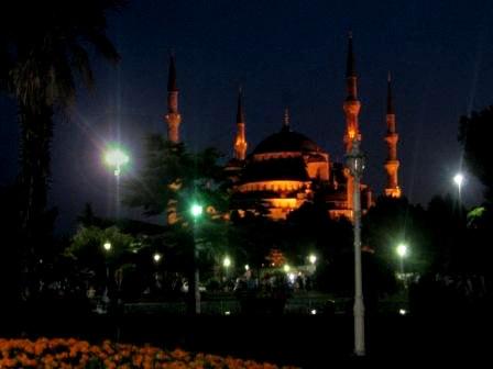 Мечеть Султанахмет летней ночью