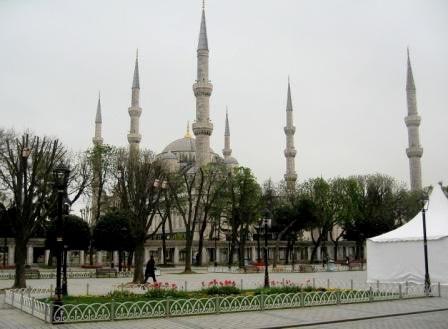 Голубая мечеть ранней весной