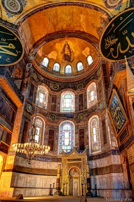 Необычное сочетание христианства и мусульманства
