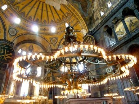 Люстра мечети-одна из многих