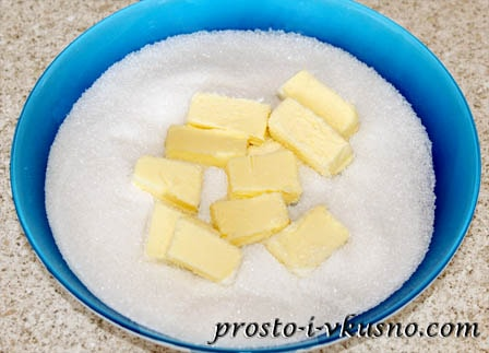 Соединяем сахар и масло