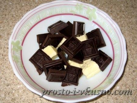 Растапливаем шоколад с маслом