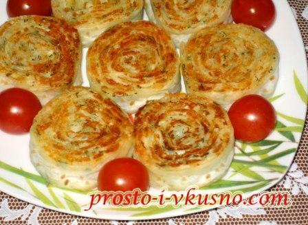 Рулетики из лаваша с сыром, обжаренные на сковороде