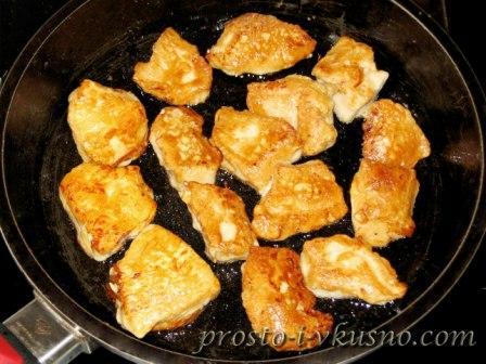 Обжариваем курицу с другой стороны