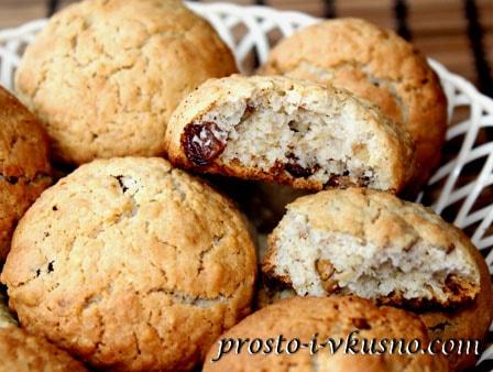 Печенье из овсяных хлопьев с орехами и изюмом