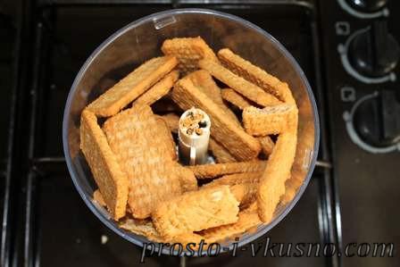 Измельчаем печенье в блендере